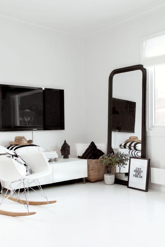Grote spiegel in woonkamer