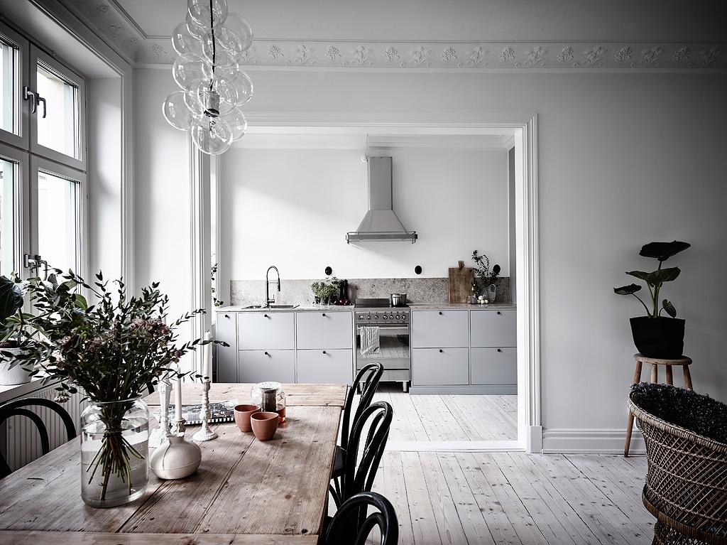 Half open keuken in een klein scandinavisch appartement homease