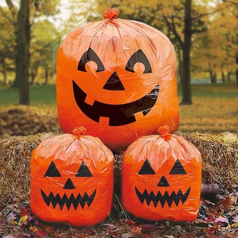 Halloween decoratie ideeën enge oranje vuilniszakken