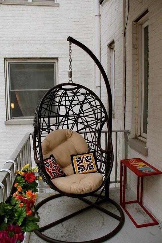 Hangstoel op het balkon