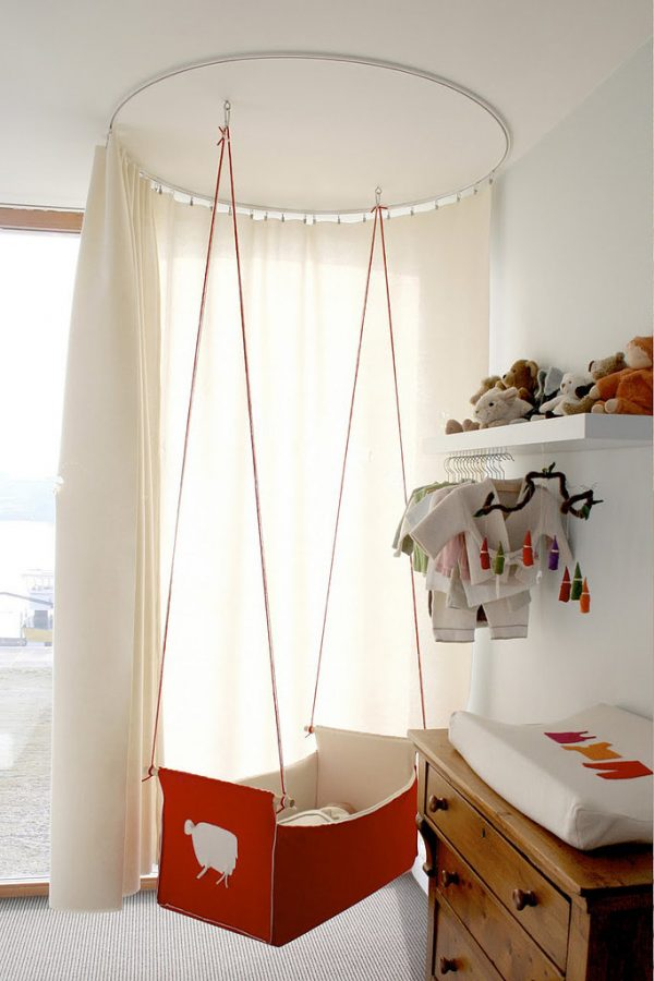 Hangwieg aan het plafond
