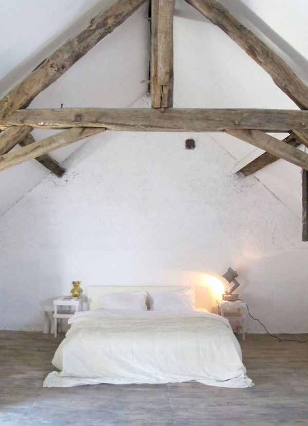 Houten balken in de slaapkamer homease - Plafond met balk ...