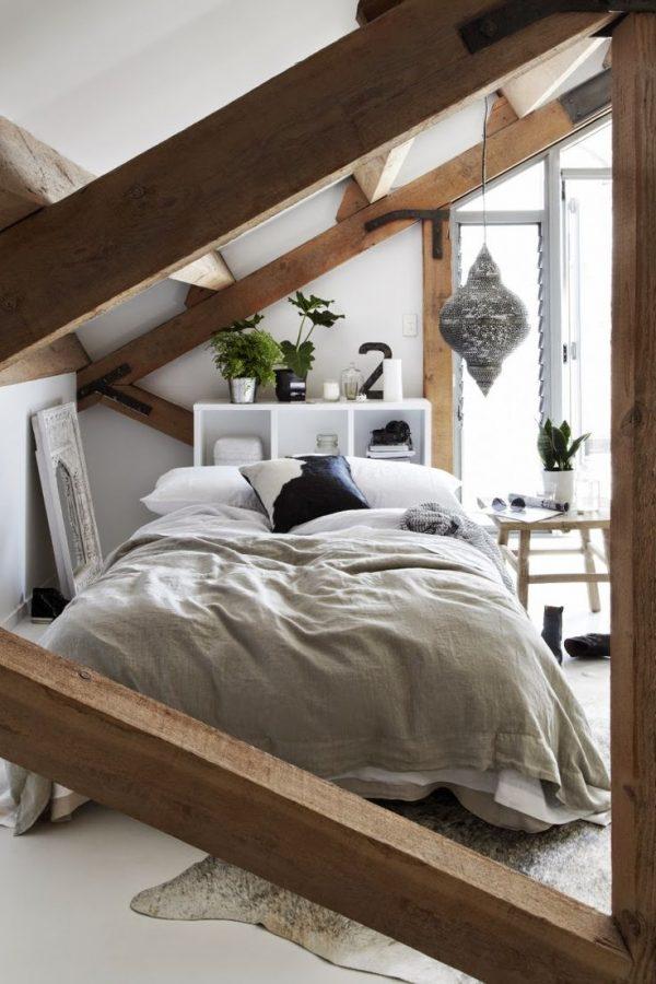 Houten balken slaapkamer op zolder