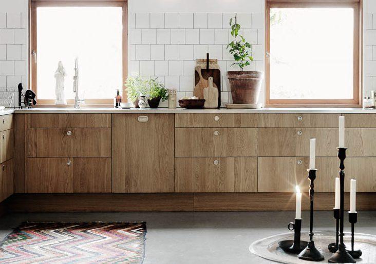 Houten keuken op betonvloer