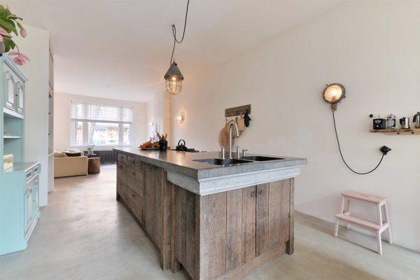 houten keukeneiland woonkamer