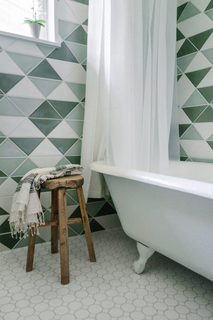 houten-krukje-badkamer
