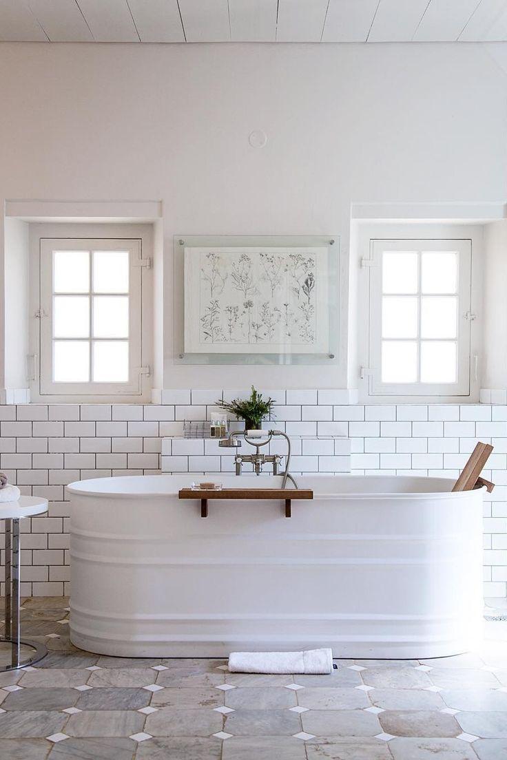 Houten plankje op het bad