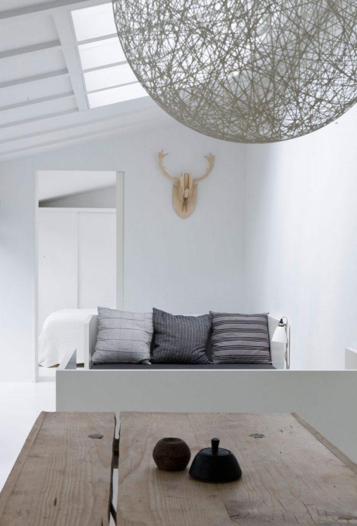 houten-tafel-wit-interieur