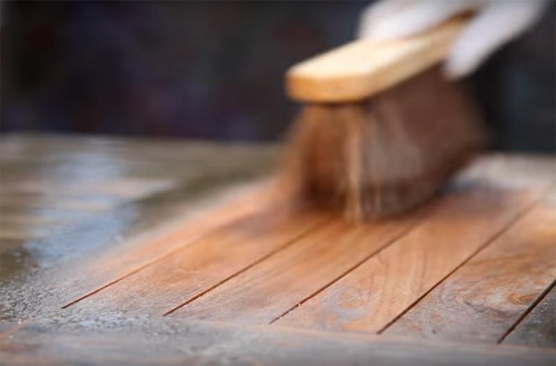 houten tuinmeubels reinigen
