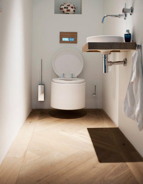Houten vloer in toilet