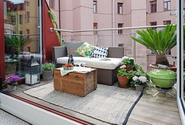 Houten vlonders op het balkon