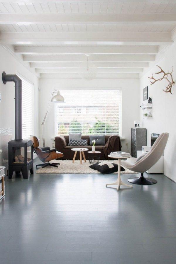 Houtkachel in woonkamer