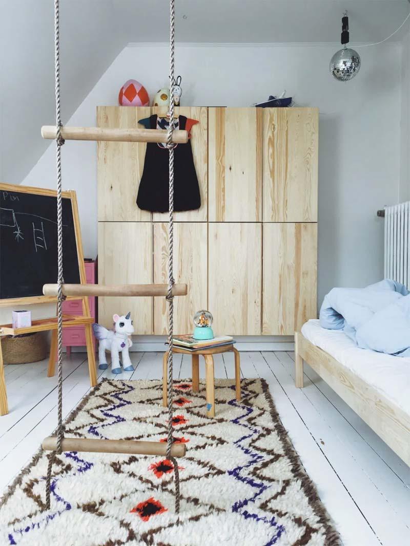 IKEA hack Grote zwevende IVAR kledingkast voor kinderkamer