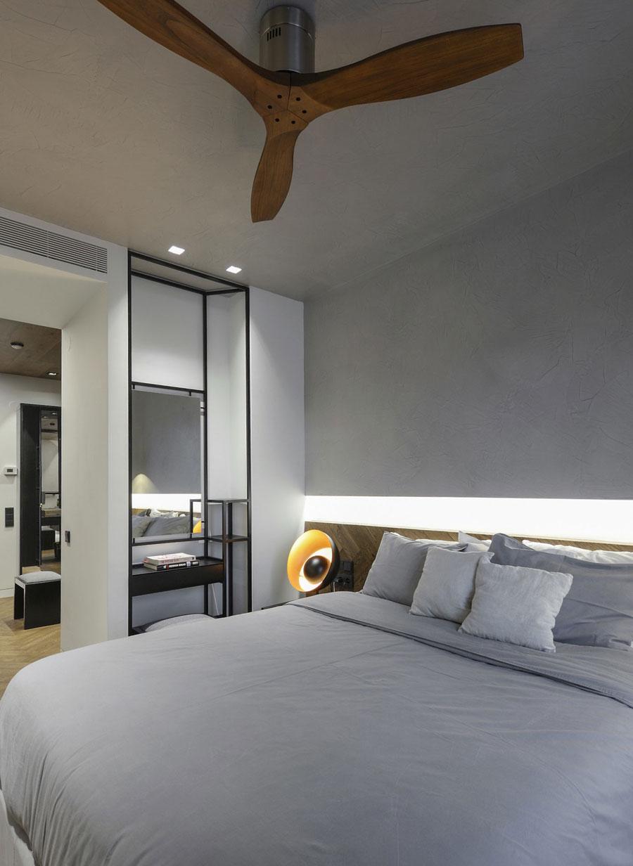 In deze moderne exclusieve slaapkamer loop je door de inloopkast naar de badkamer!