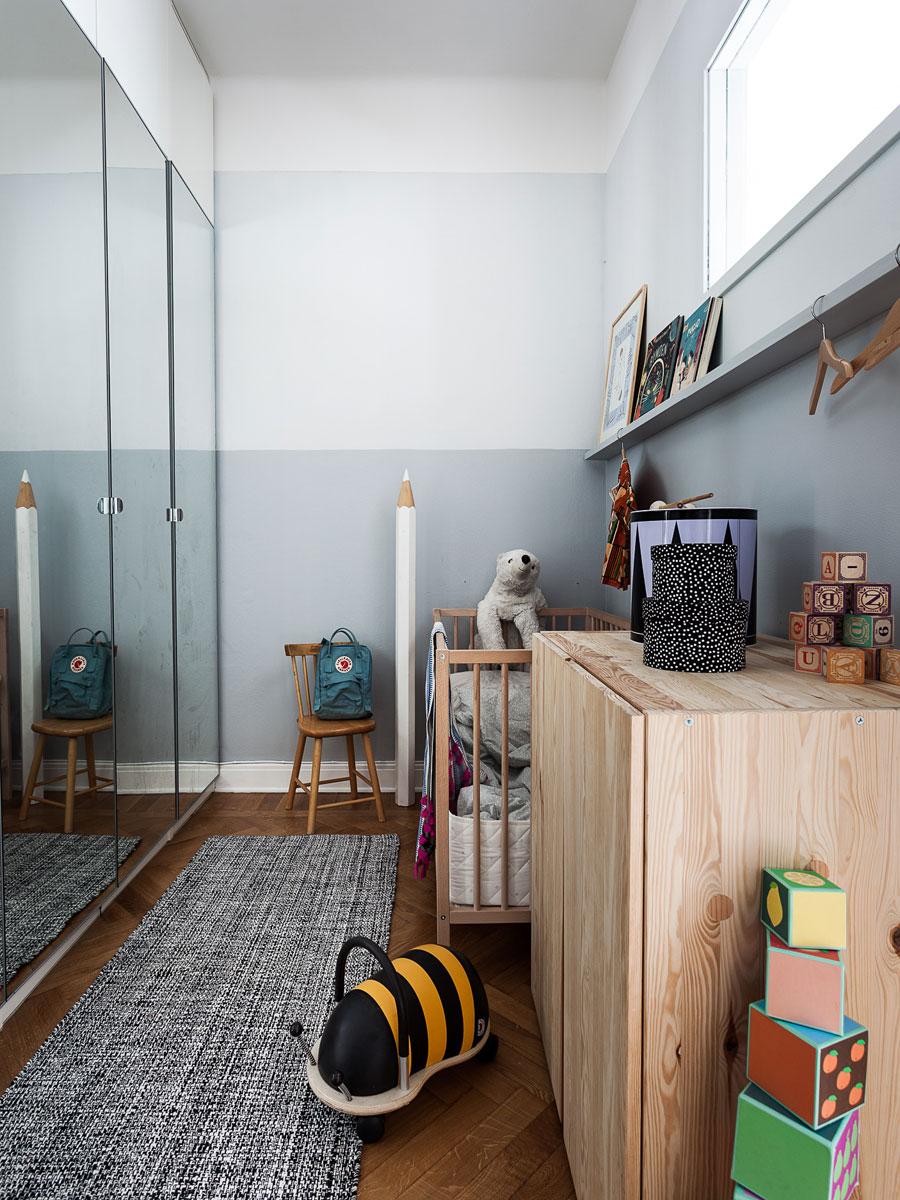 In dit kleine appartement van 55m2 is een extra kinderkamer gecreëerd!