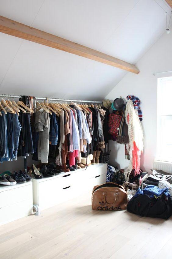lage kledingkast met roede