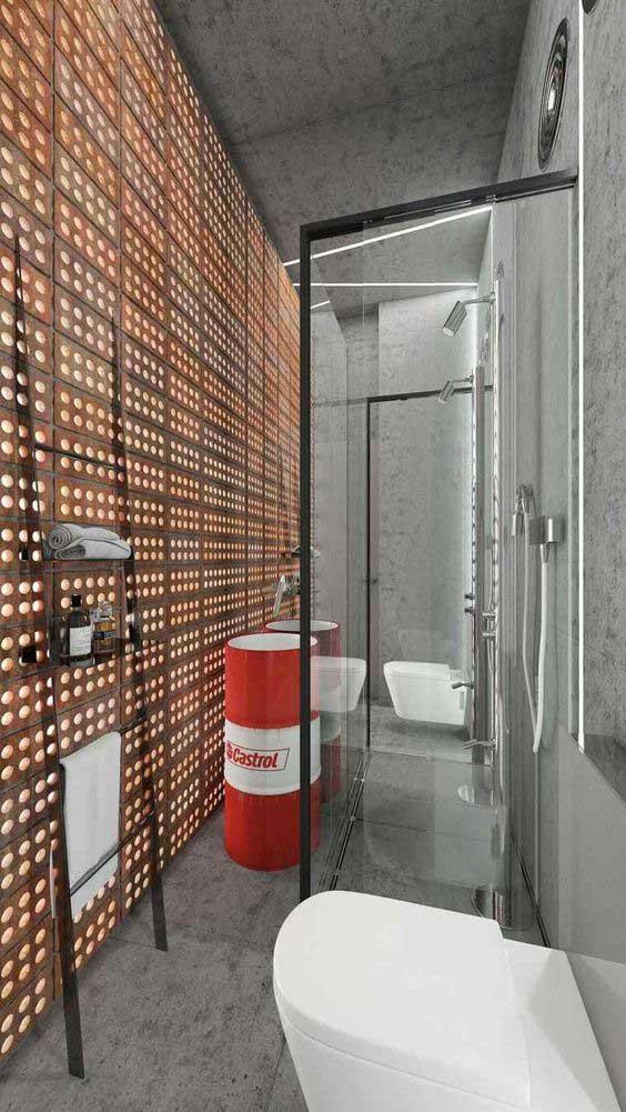Industriële badkamer met olievat als wastafel