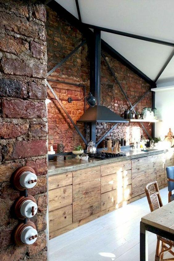 Industriële keuken bakstenen muur