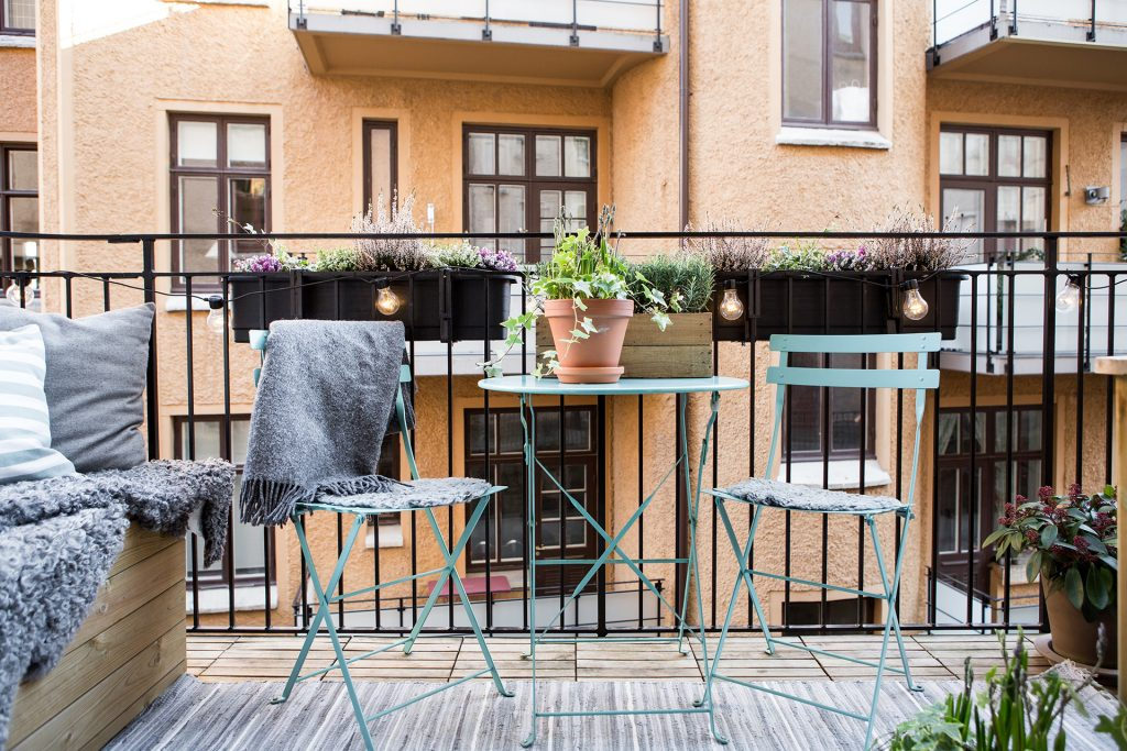 inklapbare-tafel-stoelen-balkon