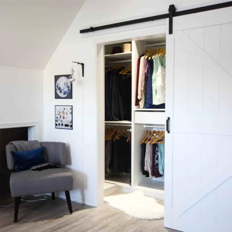 inloopkast maken slaapkamer met schuifdeur