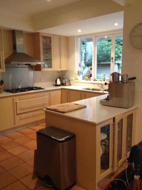 inspirerende-keukenverbouwing-vormige-groene-keukenkasten-before