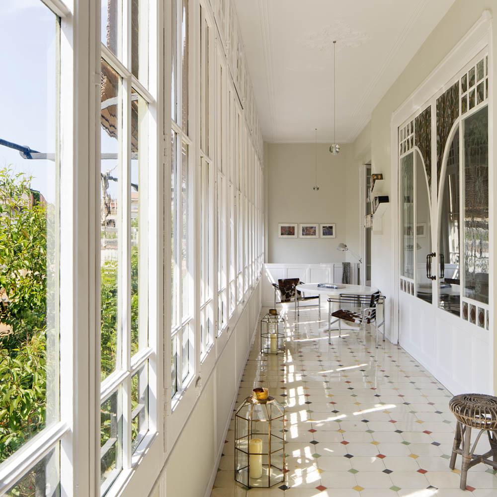 Interieur waar het klassieke Art nouveau met modern is gecombineerd