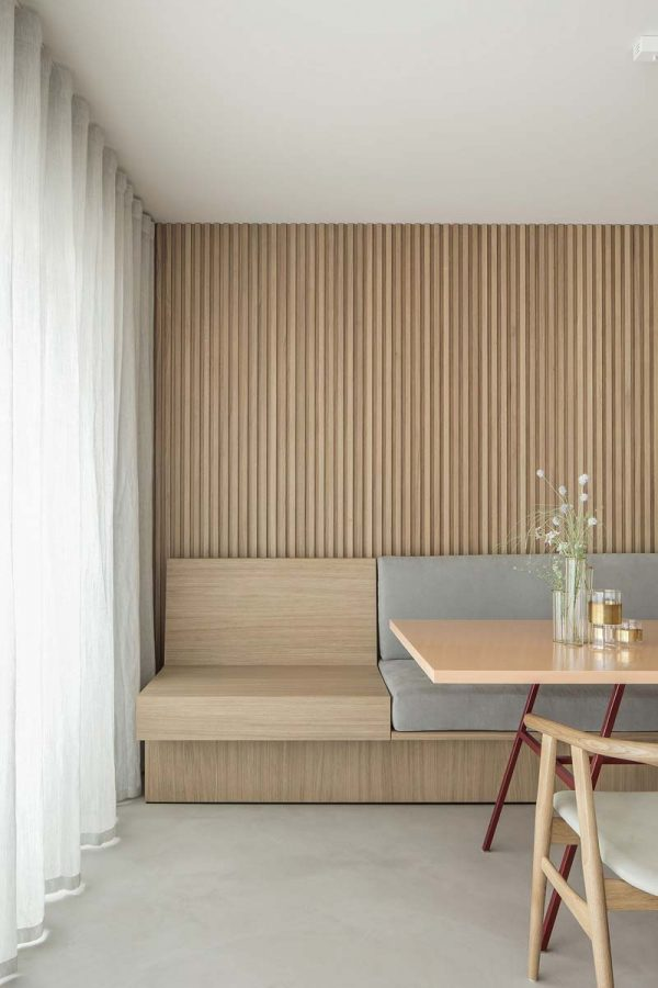 japandi interieur houten wandbekleding