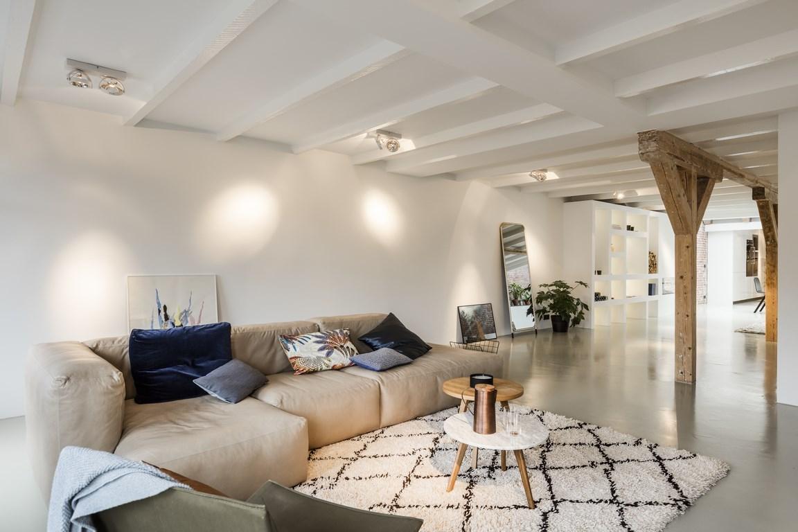 Karakteristiek loft appartement aan amsterdamse gracht for Loft appartement