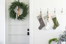 kerstdecoratie ideeën kerstsokken muur