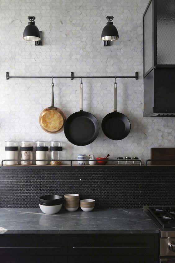 Keuken achterwand tegels tot het plafond