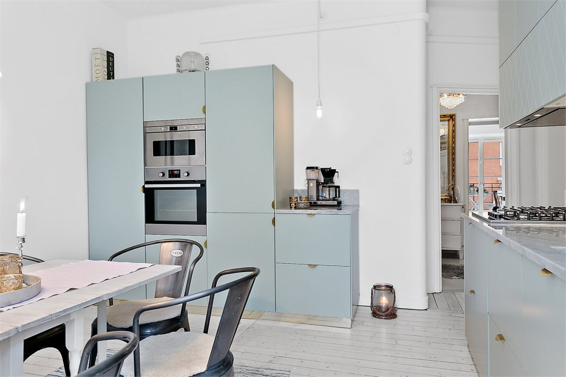 Keuken met een andere kleur plint