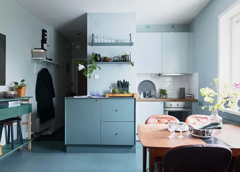 keuken makeover tips blauwe muur