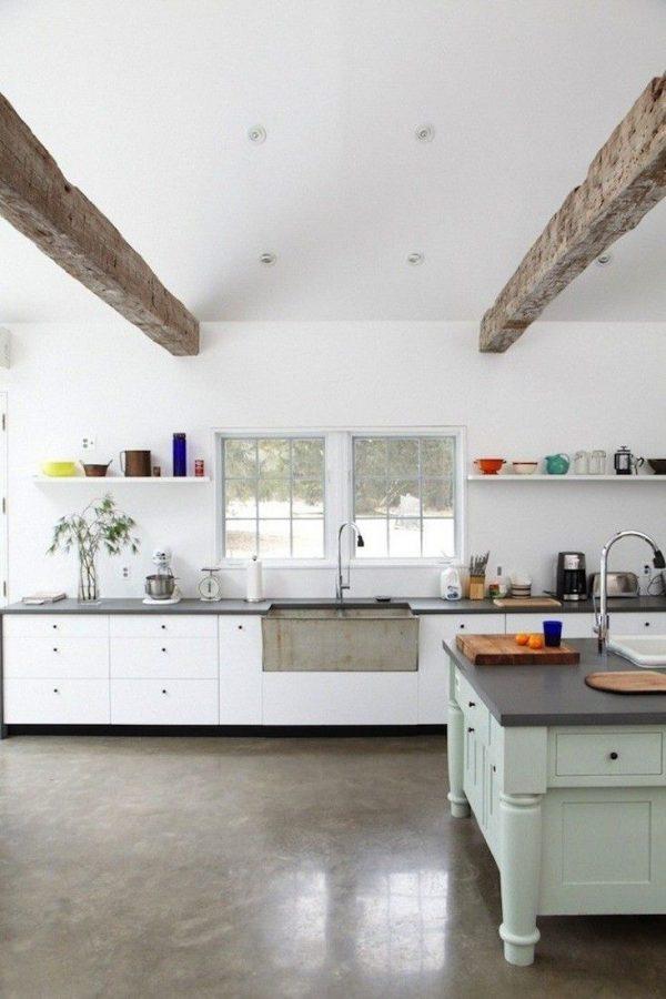Keuken met betonnen vloer
