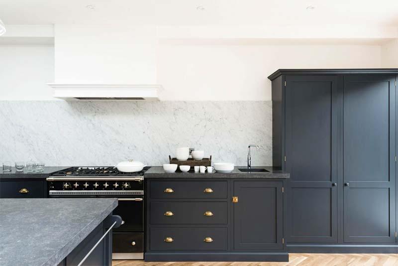 keukenkastjes donkerblauw verven
