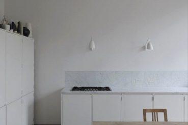 Een kijkje in de mooie keuken van modeontwerpster Anna Valentine
