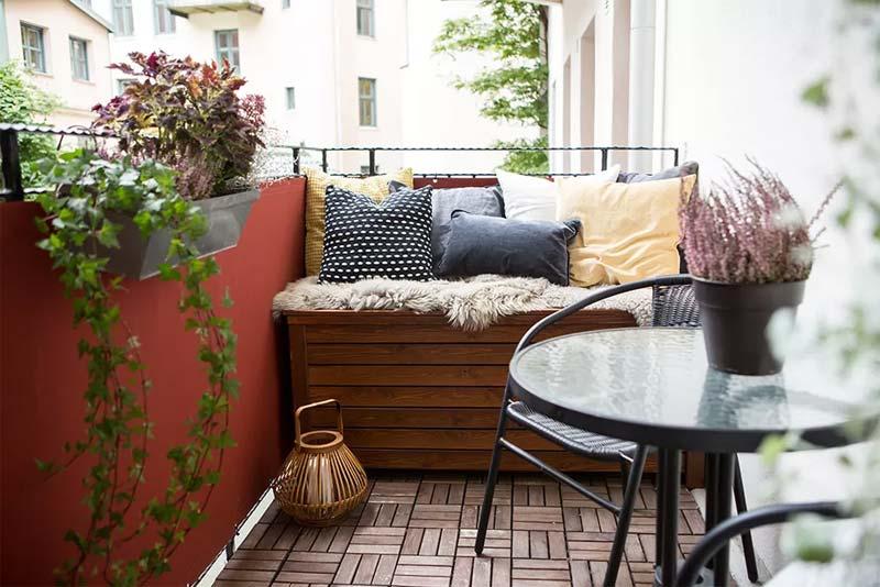 klein balkon inrichten meubels