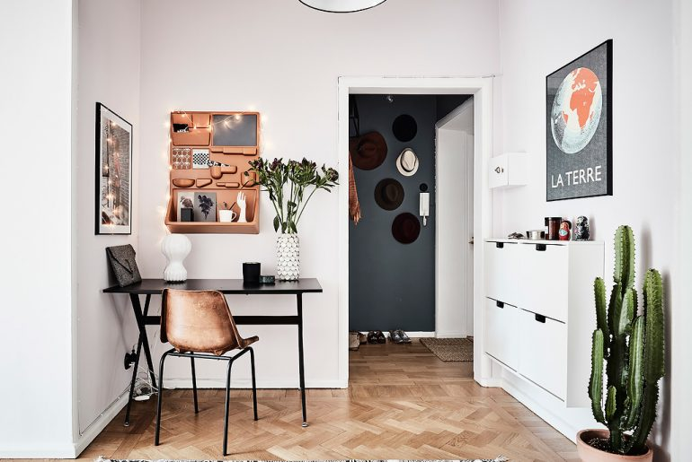 klein-thuiskantoortje-tussen-woonkamer-en-hal