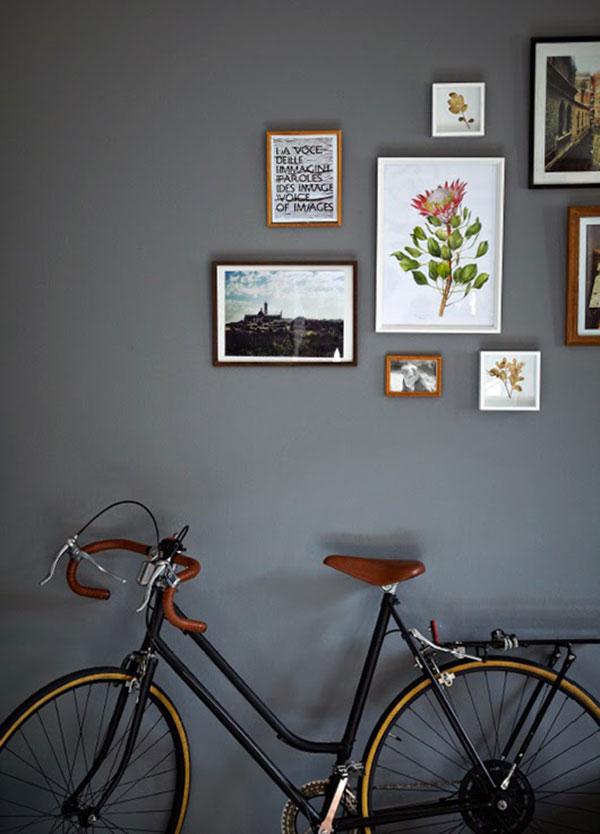 Kleine grijze woonkamer