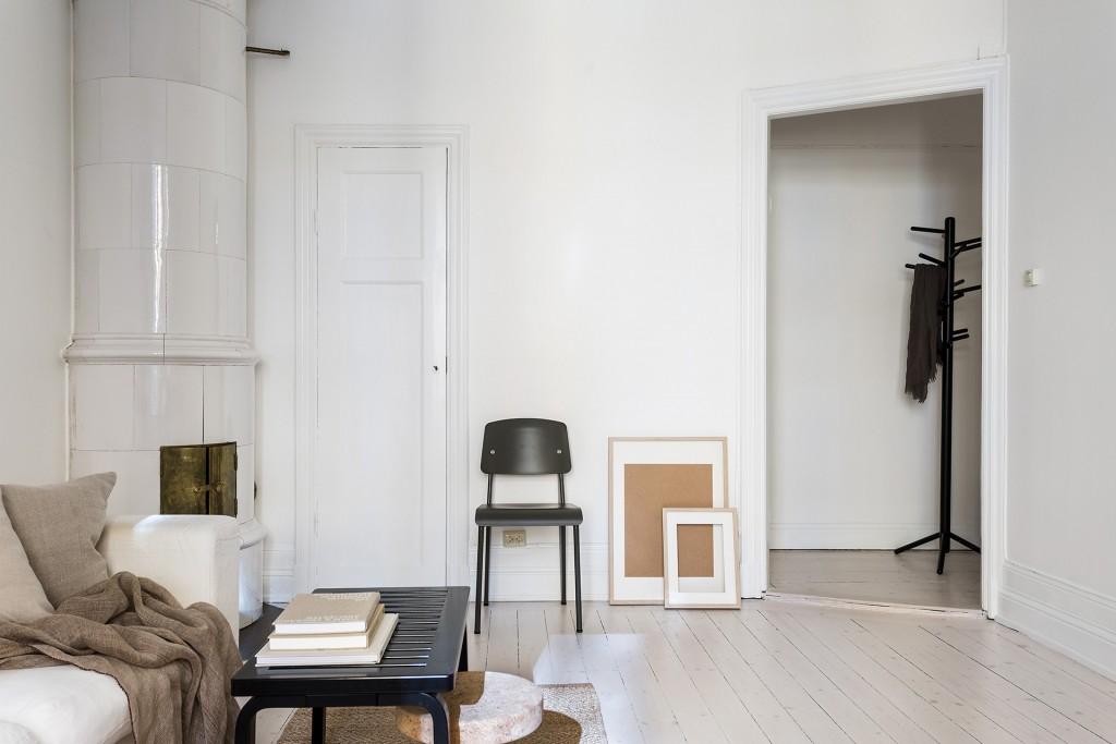 Deze kleine woonkamer is minimalistisch mooi ingericht | HOMEASE