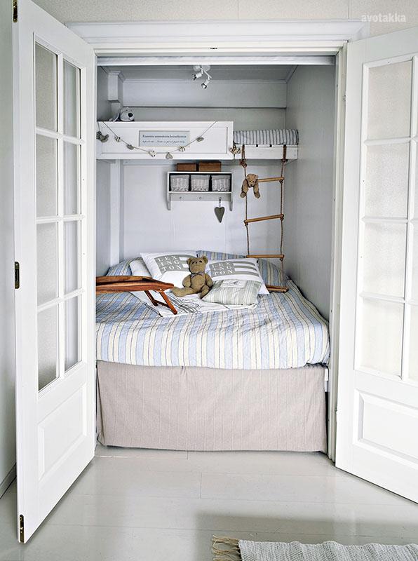 kleine-slaapkamer-spiegeldeuren