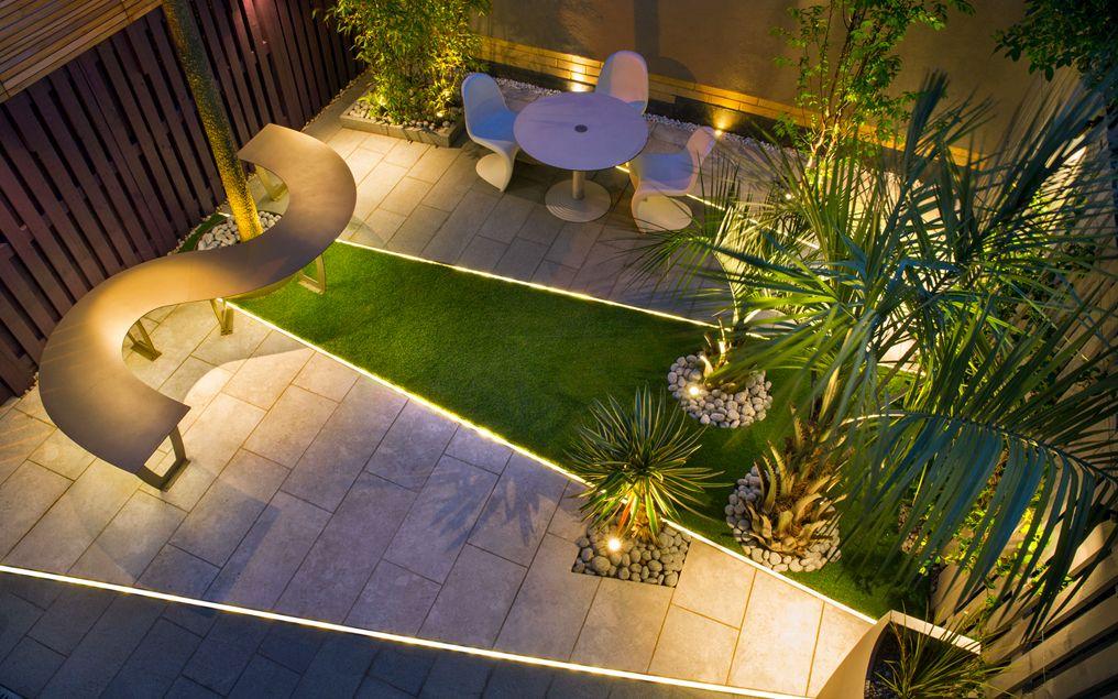kleine tuin ontwerpen chique cosmopolitan tuin led verlichting in vloer