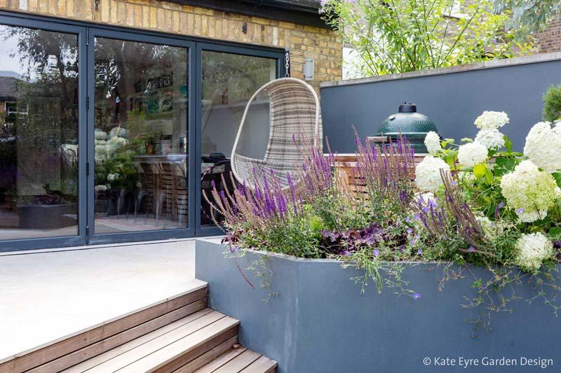 kleine tuin ontwerpen hangstoel
