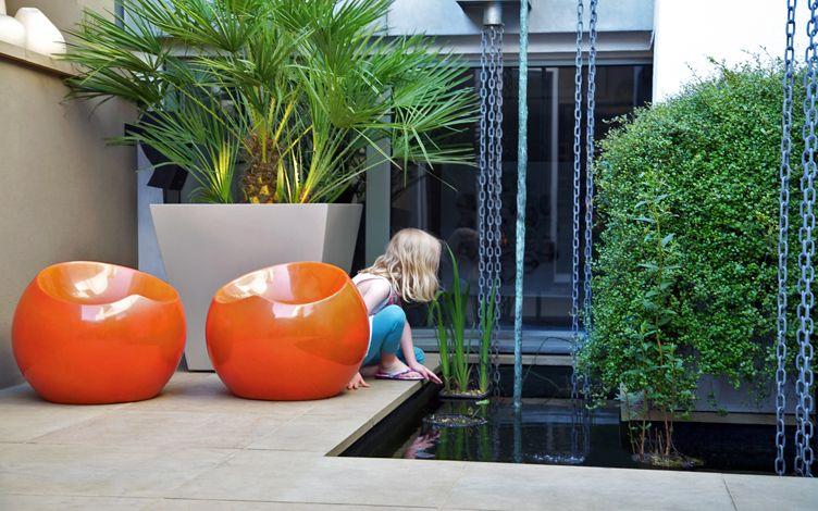 kleine tuin ontwerpen integratie binnen en buiten vijver