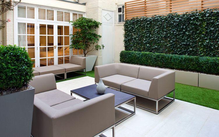 kleine tuin ontwerpen kleine moderne patio tuin kunstgras tegels