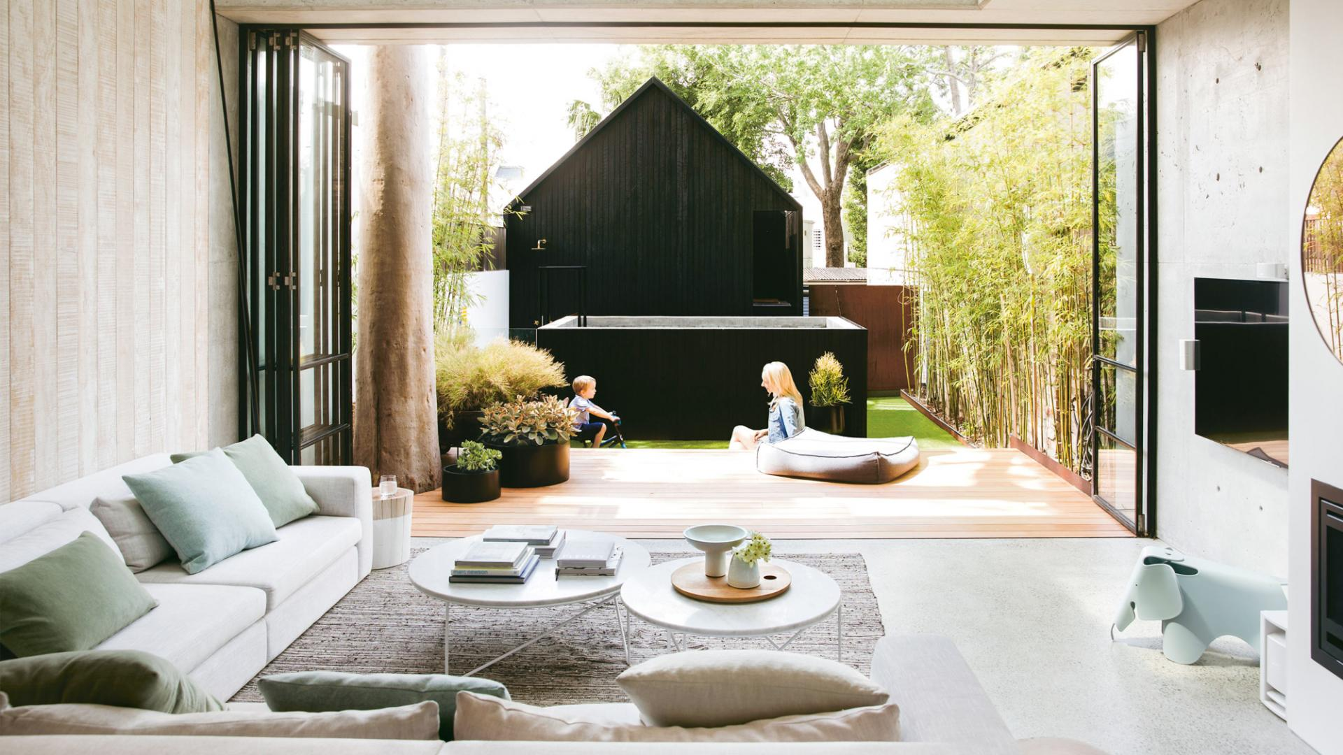 Kleine tuin met terras buitendouche én zwembad! homease