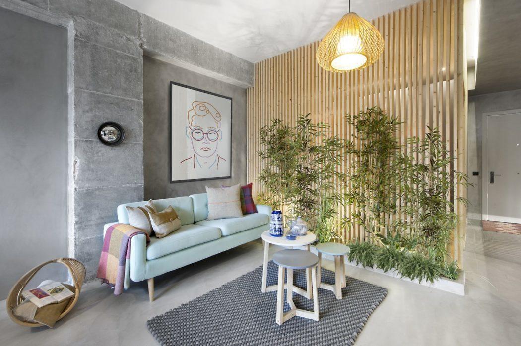 Kleine woonkamer betonlook vloer en muur