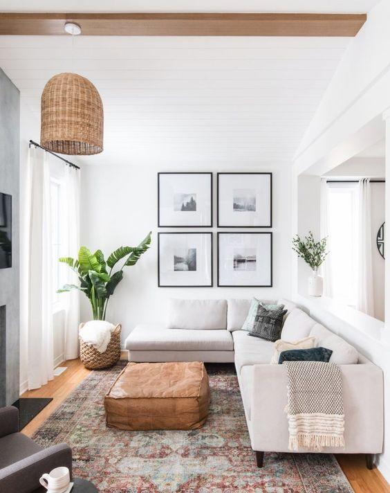Kleine woonkamer lichte muren