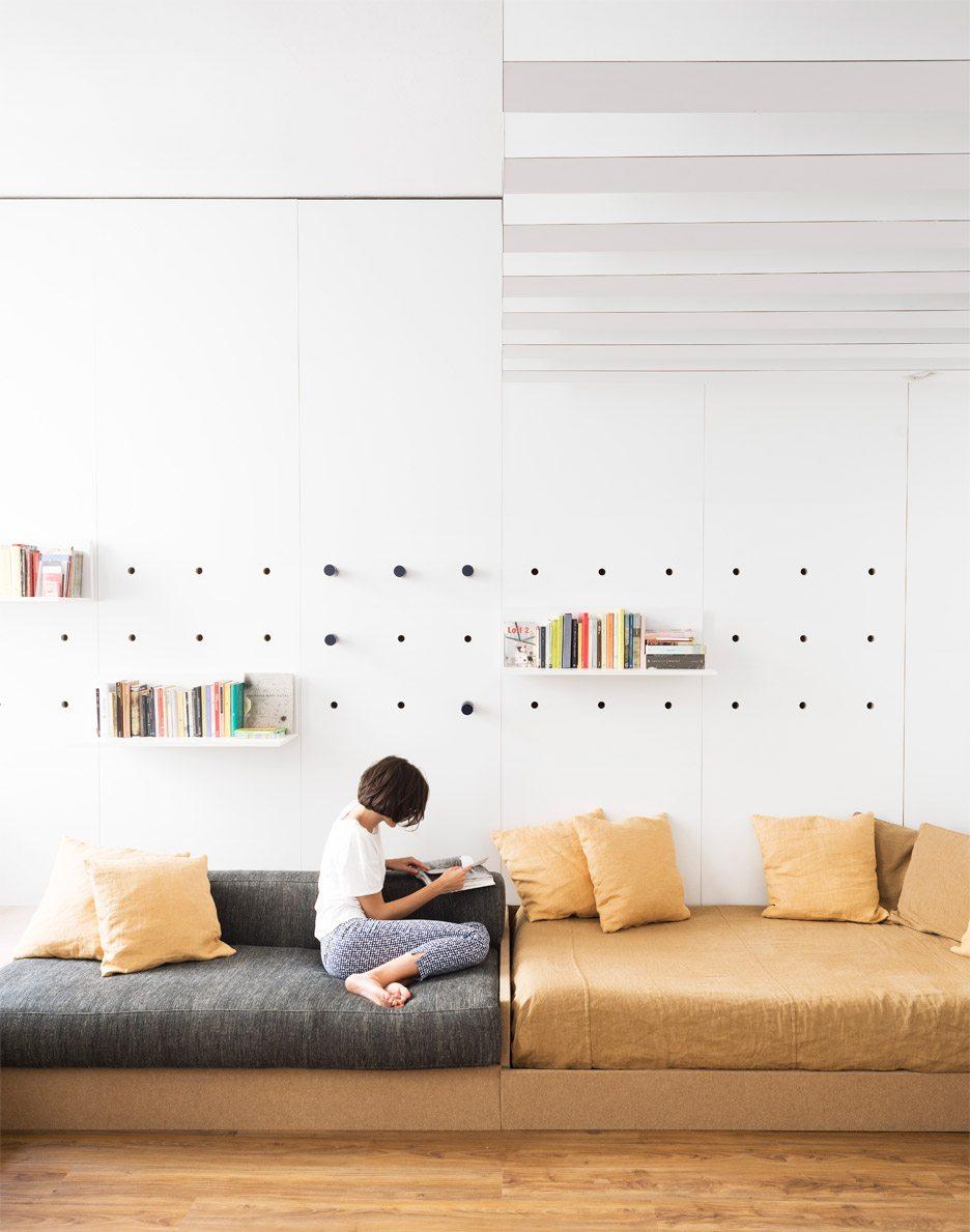 kleine woonkamer op maat gemaakte bank