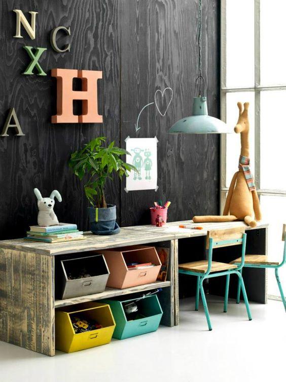kleurrijke-tafel-kast-combinatie-speelhoek