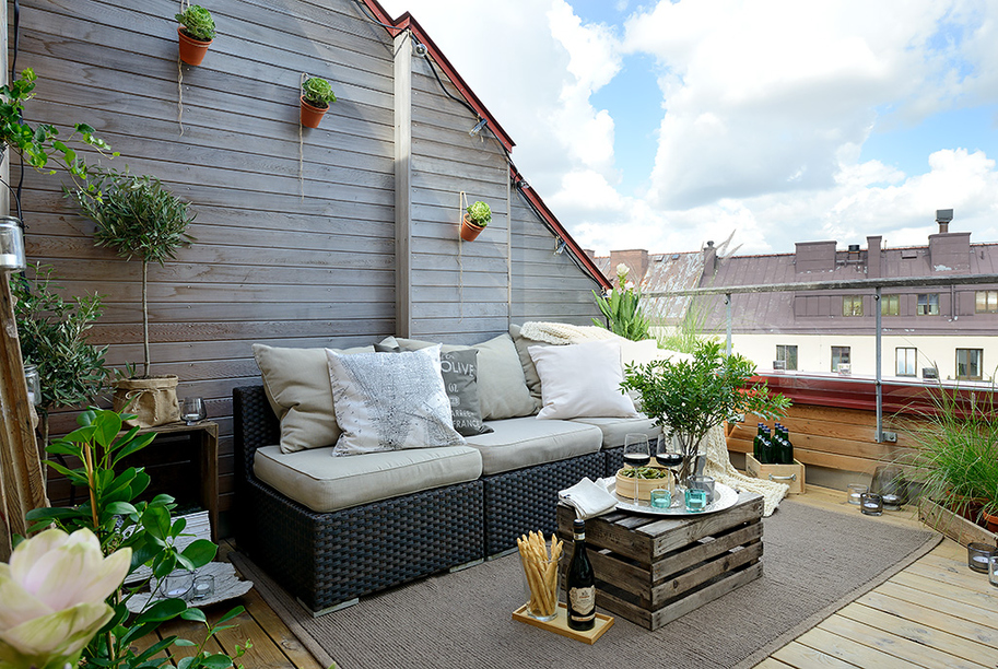 Knus balkon terras van Scandinavische bovenwoning